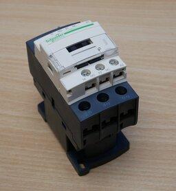 Schneider Electric LC1D25Y7 magneetschakelaar 25a 1NO+1NC 690V 50/60HZ