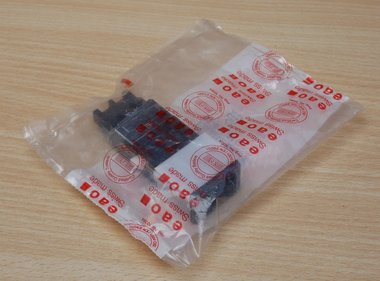EAO 02-611 drukknop 1-wis var.24x36