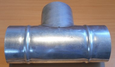 Geperste T-stuk gegalvaniseerd staal 90 graden Ø100mm
