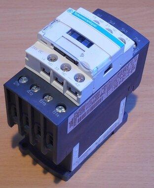Schneider Telemecanique LC1DT32BD magneetschakelaar 24V DC 4p 1NO+1NC 32A 024782