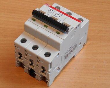 ABB S203P - K32 Circuit breaker 3P 32A 25kA K cart 2CDS283001R0537