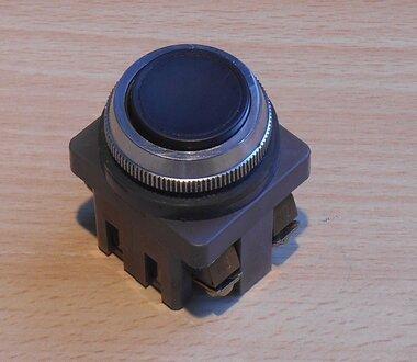 Izumi 41-10650 druk knop AC125V 5A 300V 3A zwart